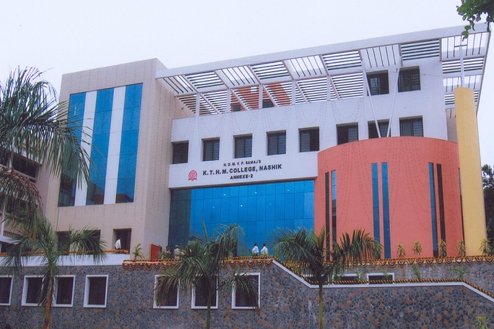 https://cache.careers360.mobi/media/colleges/social-media/media-gallery/8112/2018/10/16/Campus view of KRT Arts BH Commerce and AM Science College Nashik_Campus-view.jpg